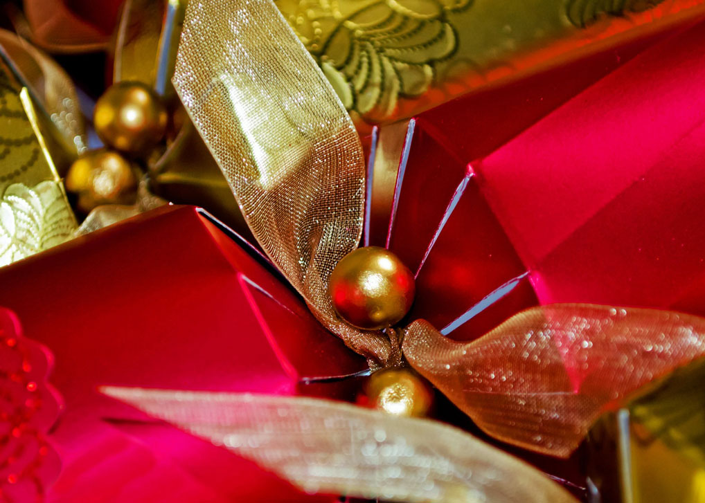 The Custom And Origins Of Christmas Crackers A Bit About