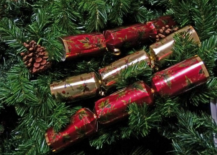 Christmas crackers, Christmas decorations