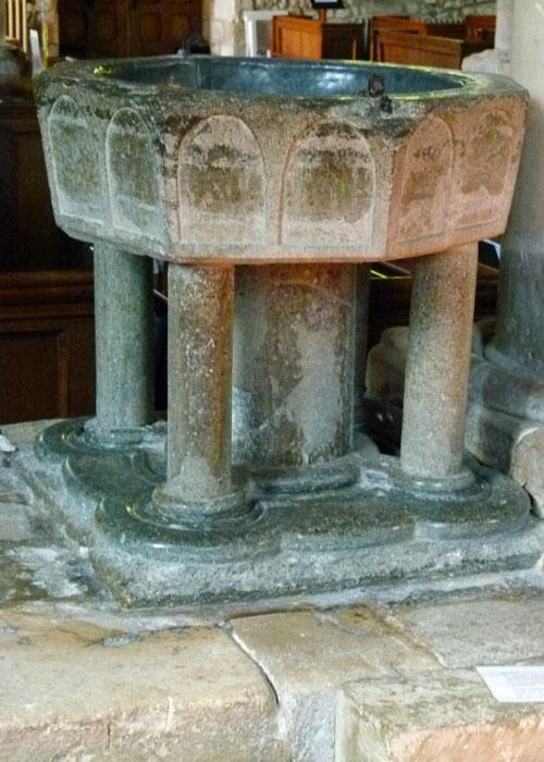 Holy Trinity, Bosham, font