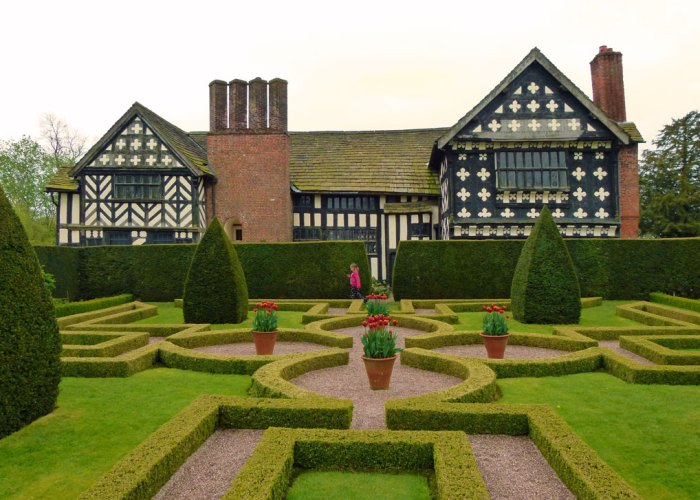 Little Moreton Hall, knot garden, Tudor, Cheshire