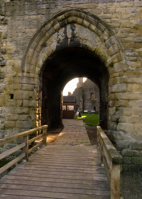 Middleham, castle, gatehouse