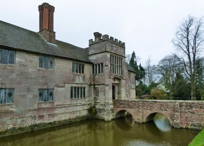 Baddesley Clinton, brick bridge