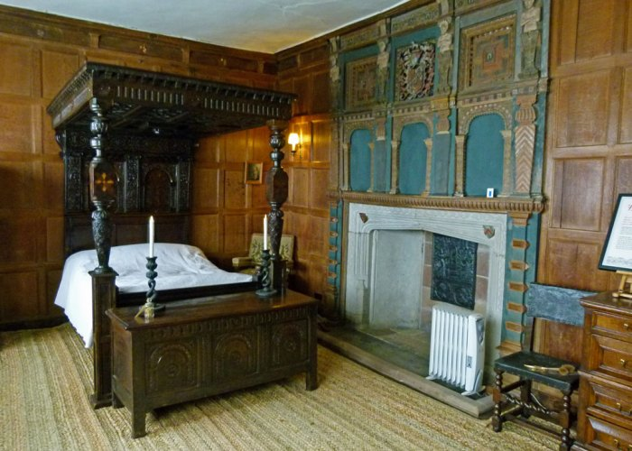 Henry the Antiquary's bedroom
