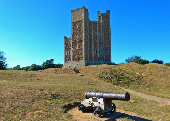 Orford Castle, canon, Suffolk