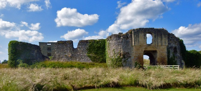 Helmsley Castle, North Yorkshire , Visit Yorkshire, south barbican