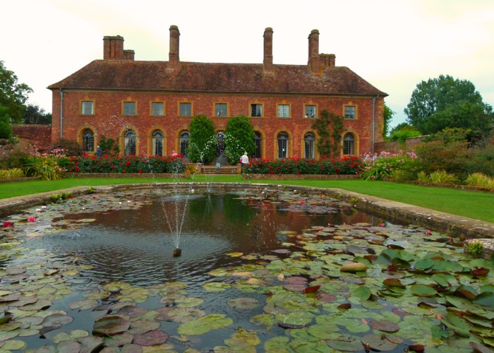 Strode House, Barrington Court, visit, Somerset, lily pond