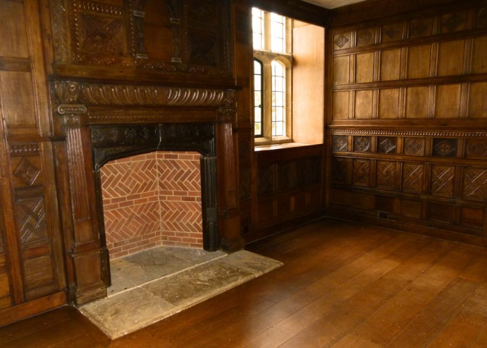 Barrington Court, Lt Col Lyle, panelling