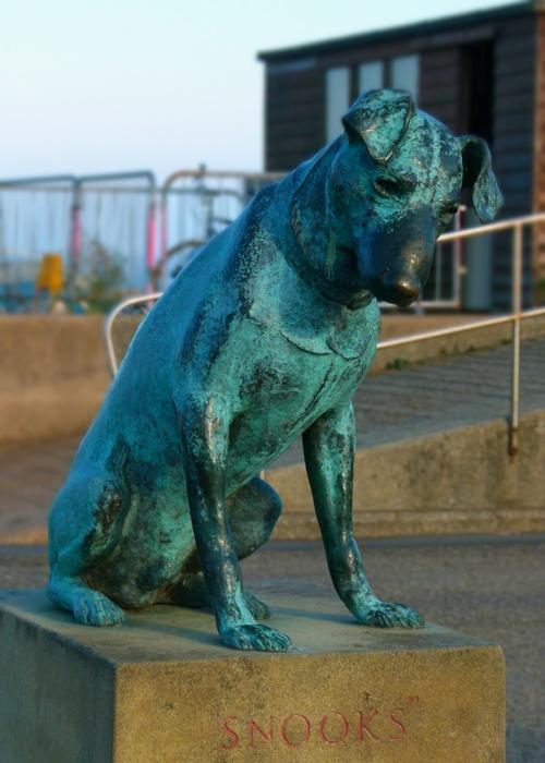 Snooks, statue, Aldeburgh, Acheson
