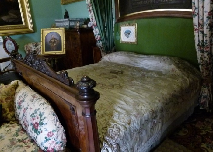 Queen Victoria, bedroom, Osborne House, died