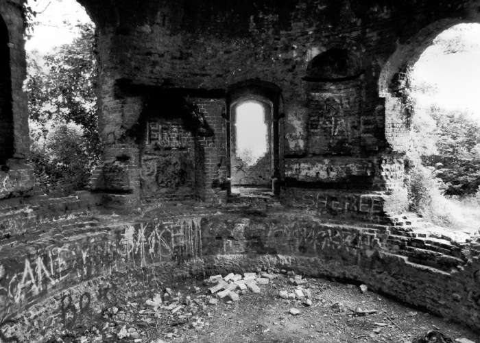 Haunted places, Southe East England, Racton Folly