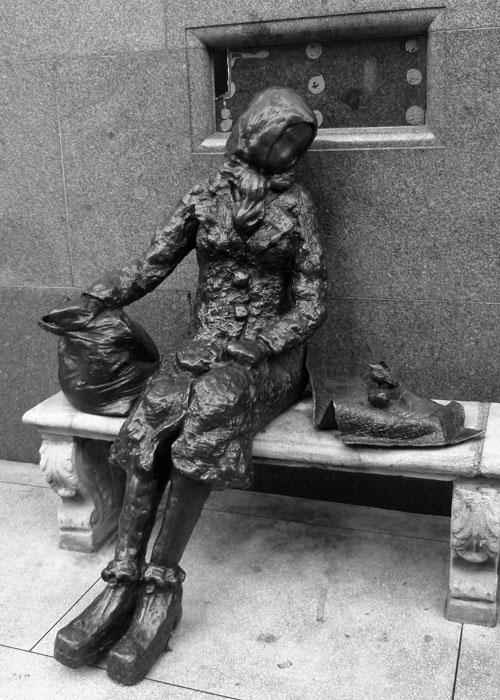 Eleanor Rigby, bronze statue by Tommy Steele, in Stanley Street, Liverpool.