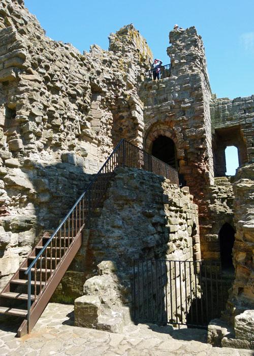 Dunstanburgh Castle, gatehouse