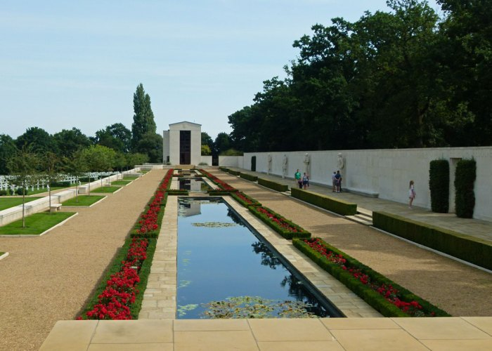 Reflecting pools, Wall of the Missing, American cemetery, United Kingdom