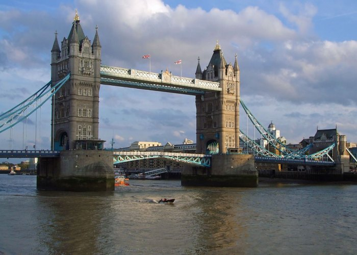 Tower Bridge, visit London