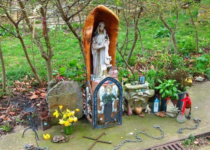 Crossbones, shrine