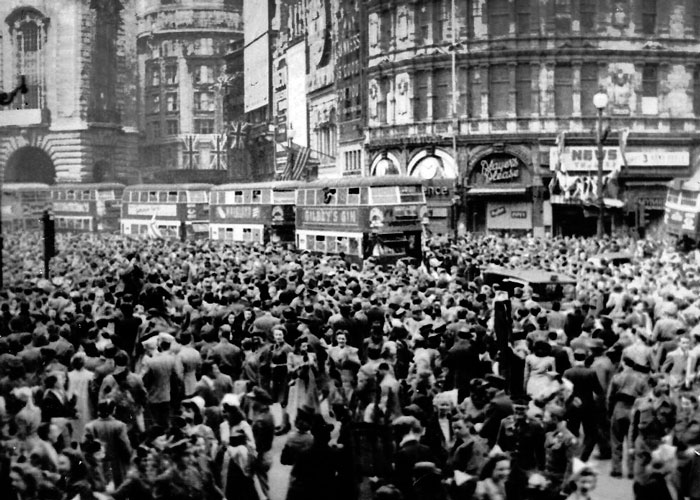 VE Day, Piccadilly
