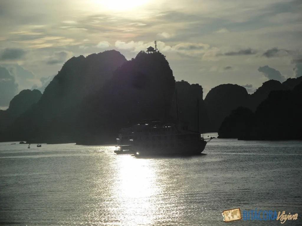 halong-bay-vietnam-14