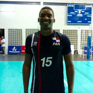 Uriel Batista, jugador de la Selección Sub-23 de Voleibol de Panamá.
