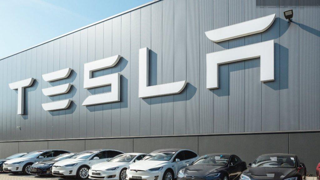 Tesla Informs SEC It May Restart Transacting in Cryptocurrencies