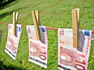 """""""Money Laundering"""" von Images Money von flickr.com. Lizenz nach Creative Commons 2.0"""