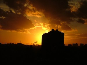 """The Dutch Central Bank in Sunset"" von Kismihok via flickr.com. Lizenz: Creative Commons 2.0"
