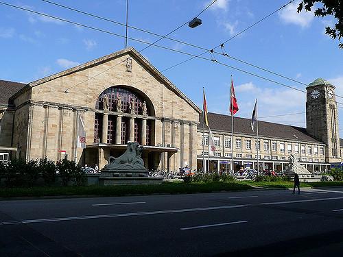 Und auch am Baseler Bahnhof kann man bald Bitcoins kaufen. Bild von Metro Centric via flickr.com. Lizenz: Creative Commons