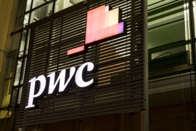 ig Four accounting firms, PricewaterhouseCoopers (PwC), announced that it would accept Bitcoin payments from its clients.