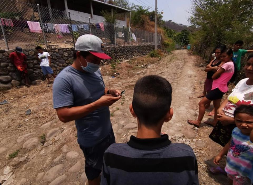 Jorge Valenzuela teaching local kids how to use Bitcoin.