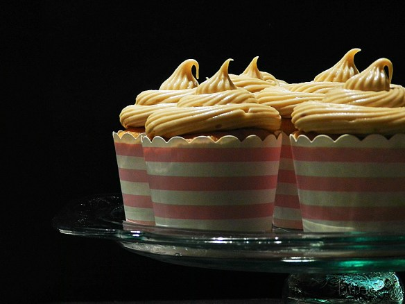 spicy applesauce cupcakes with brown-sugar cream-cheese frosting