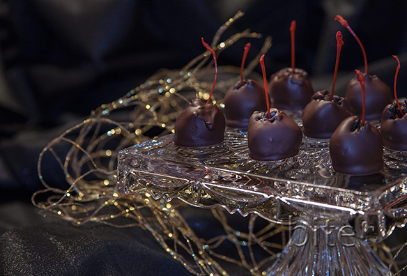 Chocolate Dipped Oreo Cookie Marachinos bite