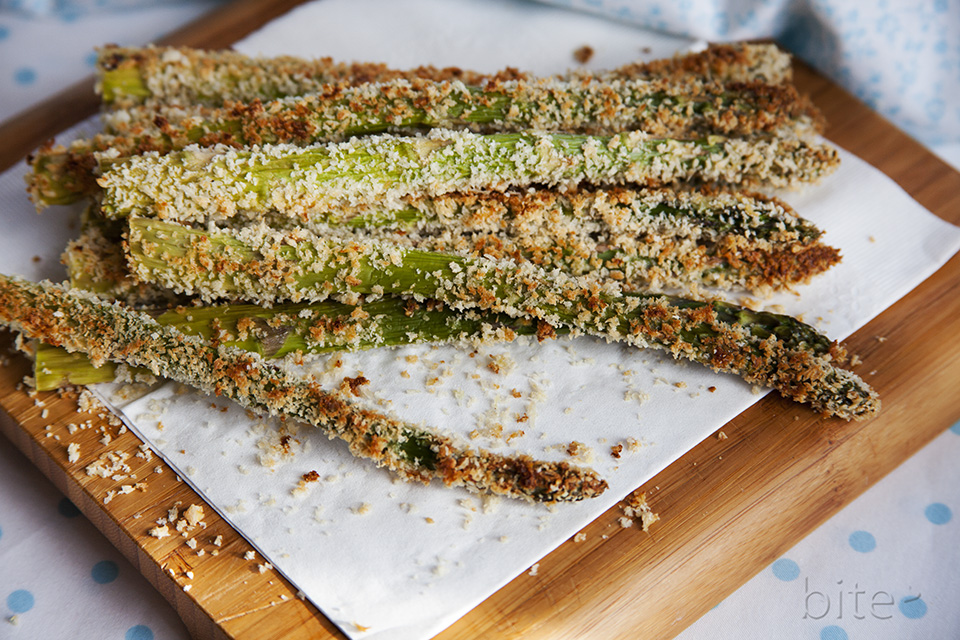 asparagus fries - cheese crusted and oven-baked / bitebymichelle.com