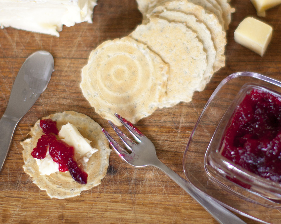 cranberry horseradish sauce - amazing with cheese and paté