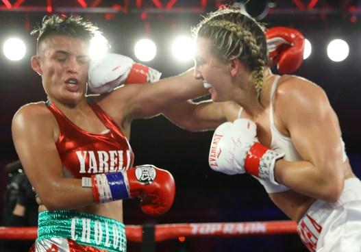 Mikaela_Mayer_vs_Yareli_Larios_action7