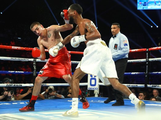 Andy_Vences_vs_Albert_Bell_action5