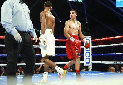 Andy_Vences_vs_Albert_Bell_between_rounds