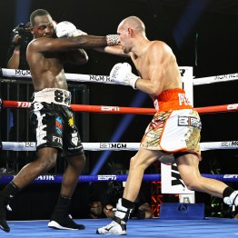 Jose_Pedraza_vs_Mikkel_Les_Pierre_action10