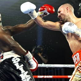 Jose_Pedraza_vs_Mikkel_Les_Pierre_action9