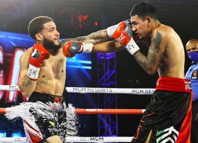 Josue_Vargas_vs_Salvador_Briceno_action2