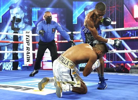 Gabriel_Muratalla_vs_Justice_Bland_knockdown