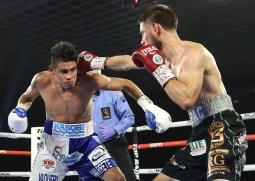 Emanuel_Navarrete_vs_Ruben_Villa_action3