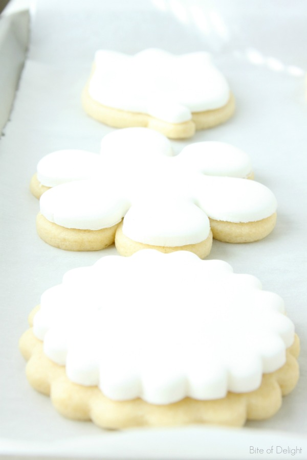 Simple and delicious marshmallow fondant made with four ingredients!