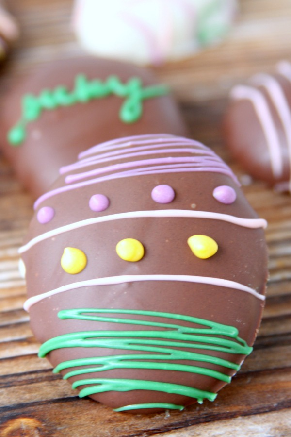 Peanut Butter Cookie Dough Easter Egg Truffles! Super easy, super yummy, and they only take 5 ingredients!