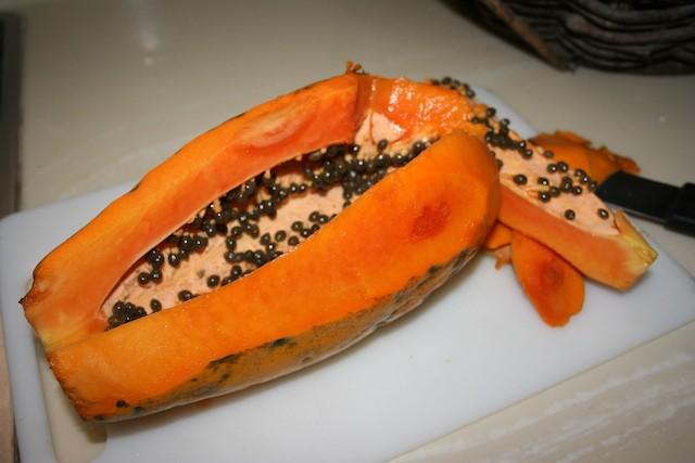 Ripe papaya lechoza madura