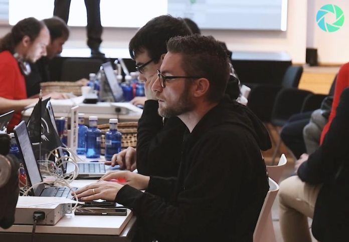 Hacker durante competicion de hacking radware hackers challenge madrid ganador miguel de castro telefonica