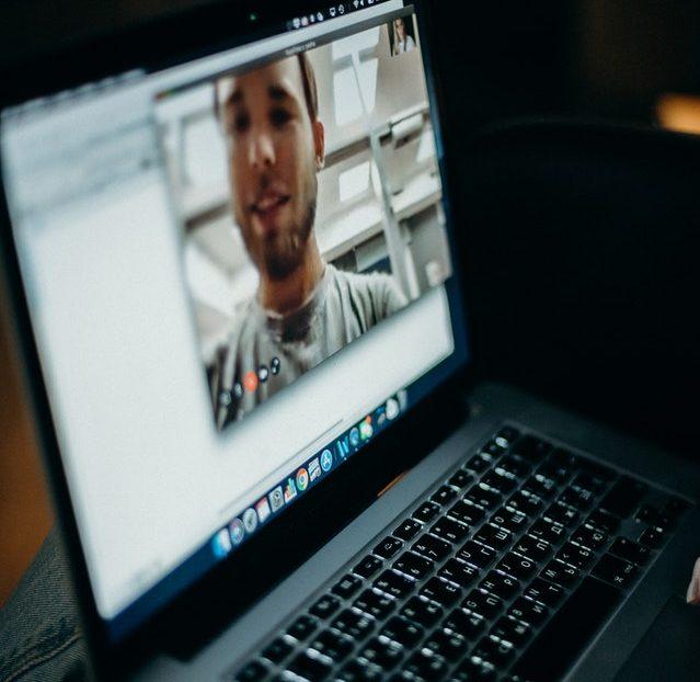zoom seguro segura ciberseguridad noticias consejos bulos fake news fraude bancario recomendaciones es seguro usar videollamadas como usar bit life media
