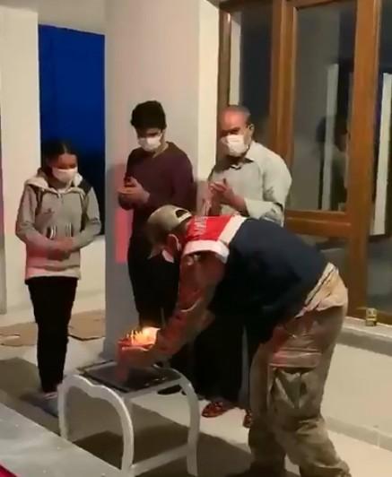 Jandarmadan küçük Zeynep'e doğum günü sürprizi