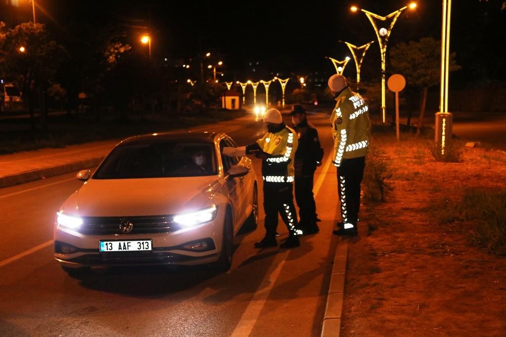 Bitlis'te emniyet ekiplerinin kısıtlama denetimleri devam ediyor