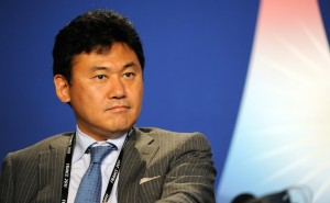 Hiroshi_Mikitani_at_the_37th_G8_Summit_in_Deauville_040-2-300x185