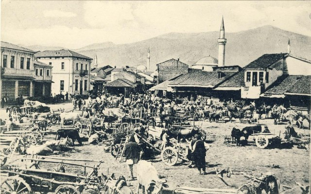 Wood Market on photo postcard from 1916 with a view to the southwest.