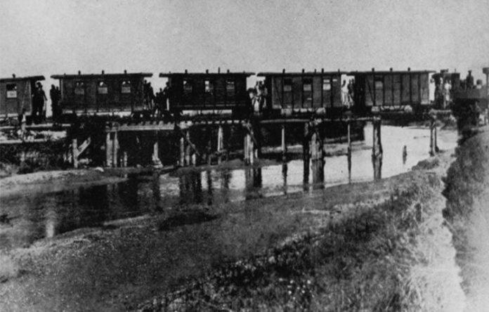 Дрвен мост на Црна Река
